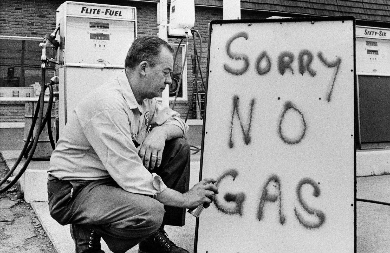 oil crisis of the 1970s essay Unlike the 1970s, when president carter accused oil companies of staging the biggest rip-off in history bust advocates oil drilling in areas of the arctic national wildlife refuge, and cheney is preparing an overall energy strategy that is likely to be heavy on regulatory relief.