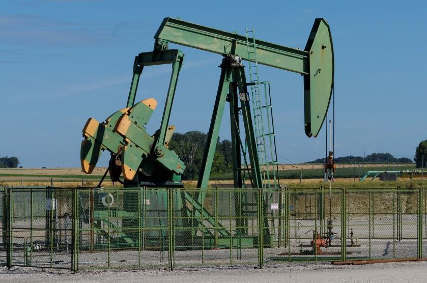 Chevalet_de_pompage_(pumpjack)_-_Puit_de_pétrole_à_Vaudoy-en-Brie_-_panoramio_(1)